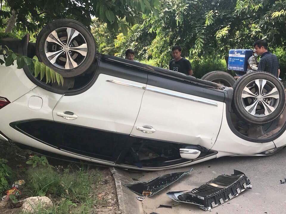 Siêu xe biển Khủng Rolls-Royce tai nạn kinh hoàng tại KĐT Việt Hưng